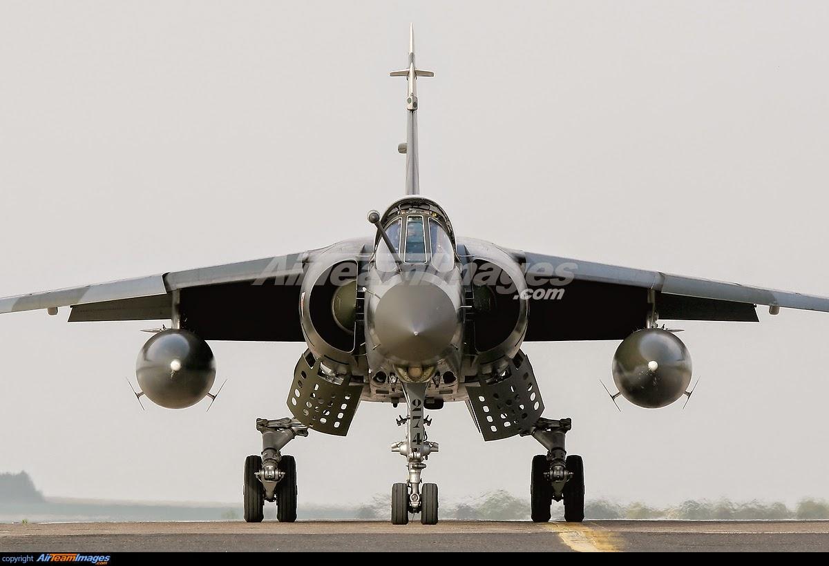 Cazabombardero Mirage F1 on Sri Lanka Flag