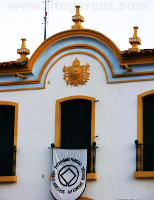 Símbolo da UNESCO colocando na fachada do Museu Histórico de Sergipe, antigo Palácio Provincial, na Praça São Francisco, em São Cristóvão - Sergipe