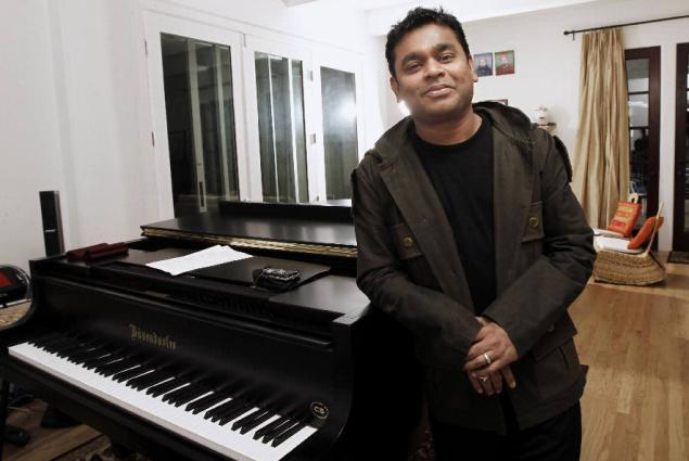 AR-Rahman-posing-with-smile.jpg