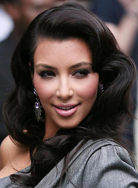 Photographies 8: Kim Kardashian Curly Hairstyles