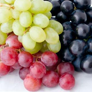 grape-cluster - تناول العنب يخفض نسبة السكر فى الدم