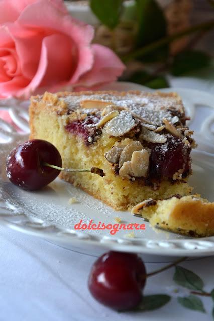 torta giovanna, con ciliegie e crema di mandorle