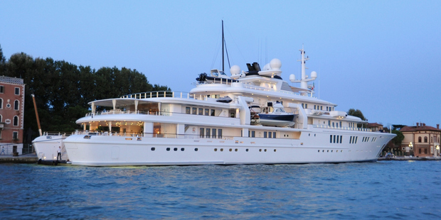 Tech billionaire's yacht smashes into coral reef – Microsoft co-founder Paul Allen
