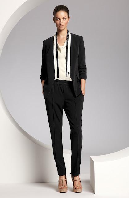 escada siyah spor ceket, beyaz gömlek ve salvar tipi siyah pantolon