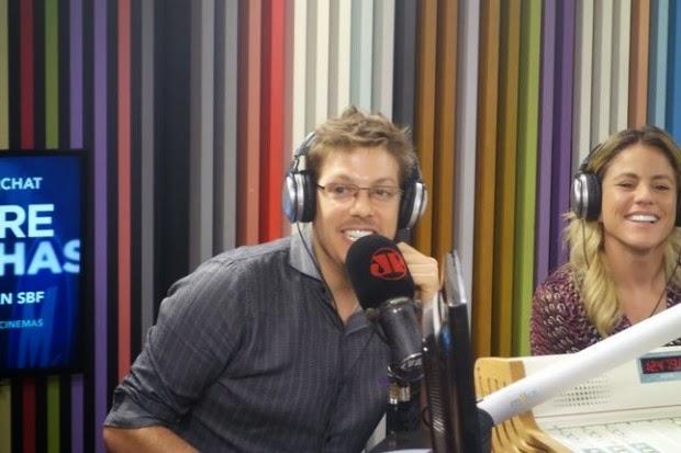 """Após fracasso na estreia de """"Entre Abelhas"""", Porchat diz que """"a ideia é se arriscar"""""""