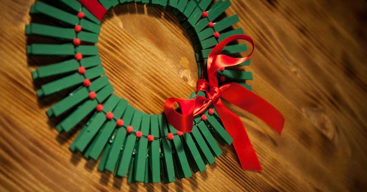 Lingosworld tutoriales de navidad corona de pinzas - Manualidades para navidades faciles ...