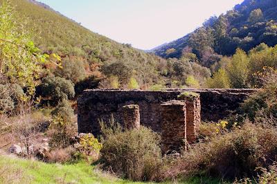 Ruinas de la herrería del s. XIV. Campillo de Deleitosa