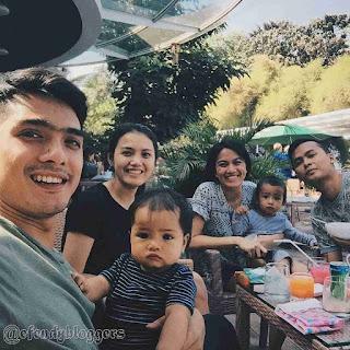 Foto Ricky Harun Bersama Keluarganya