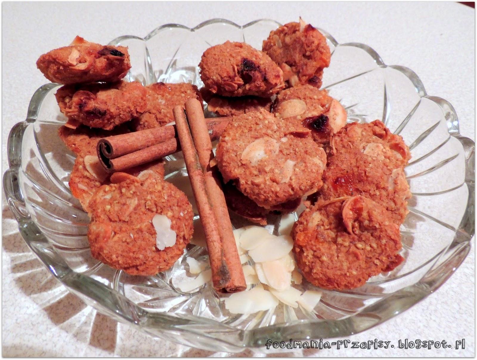http://foodmania-przepisy.blogspot.com/2014/02/ciasteczka-jaglane-z-morelami.html