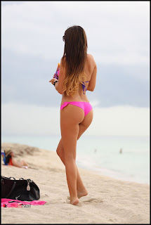 Claudia Romani Bikini Pictures at a Beach in Miami  0006