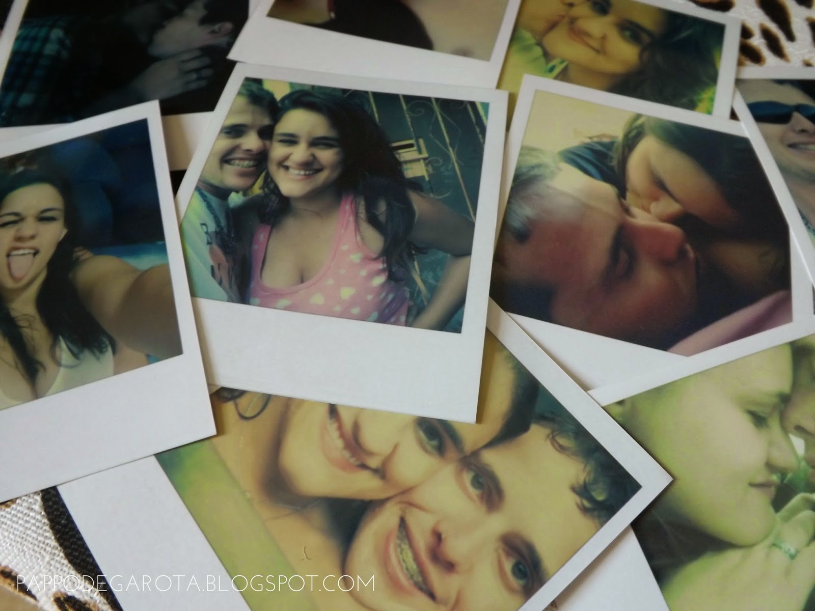 Revelando fotos Polaroid.