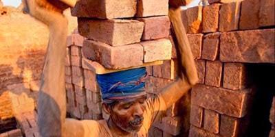 Tumbalkan pekerja demi memerahkan batu bata di Bangladesh