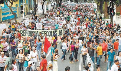 PROFESSORES ENTRAM EM ESTADO DE GREVE EM BELM