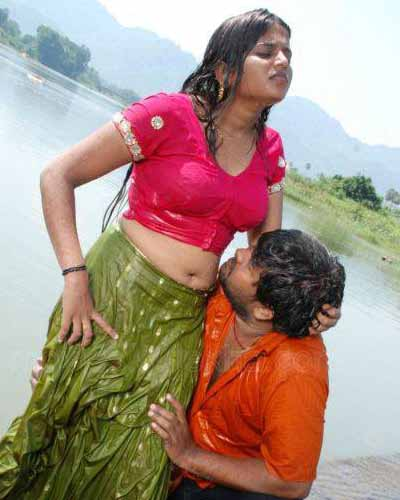 Malayalam Mallu Aunty Hot Navel Kiss Photos. Young Malayalam Mallu ...