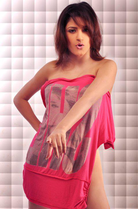 Kellie Singh hot pics Punjabi Pop Singer