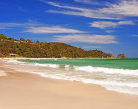 main-beach-attraction-Byron-bay