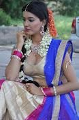 Manisha singh new sizzling pics-thumbnail-19