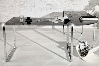 luxusny pracovny stôl s ciernym sklom, dizajnovy pisaci stôl