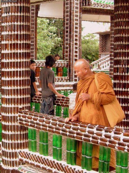 Foto estranha de monge