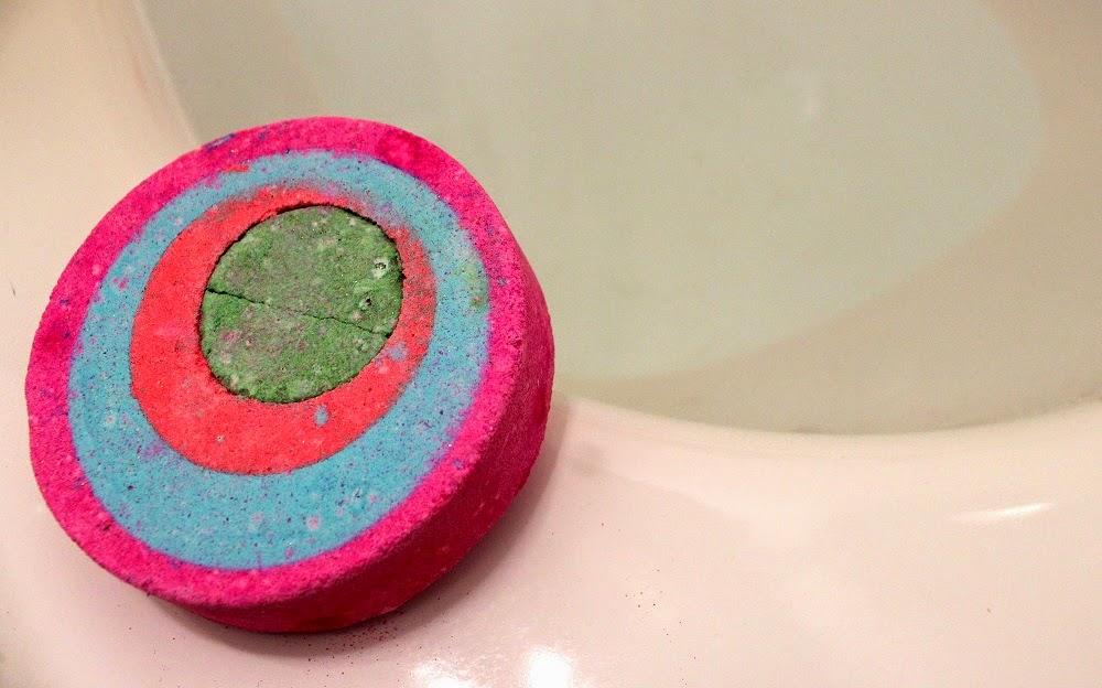 Lush Granny Takes A Dip bath bomb blog review