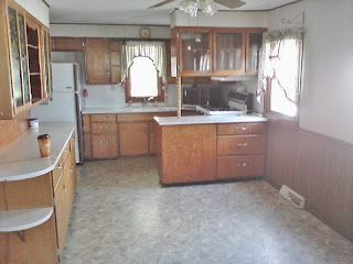 farmhouse kitchen before remodel - www.KnickofTime.net