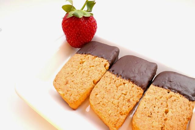 Çikolata Kaplı Cevizli Bisküvi