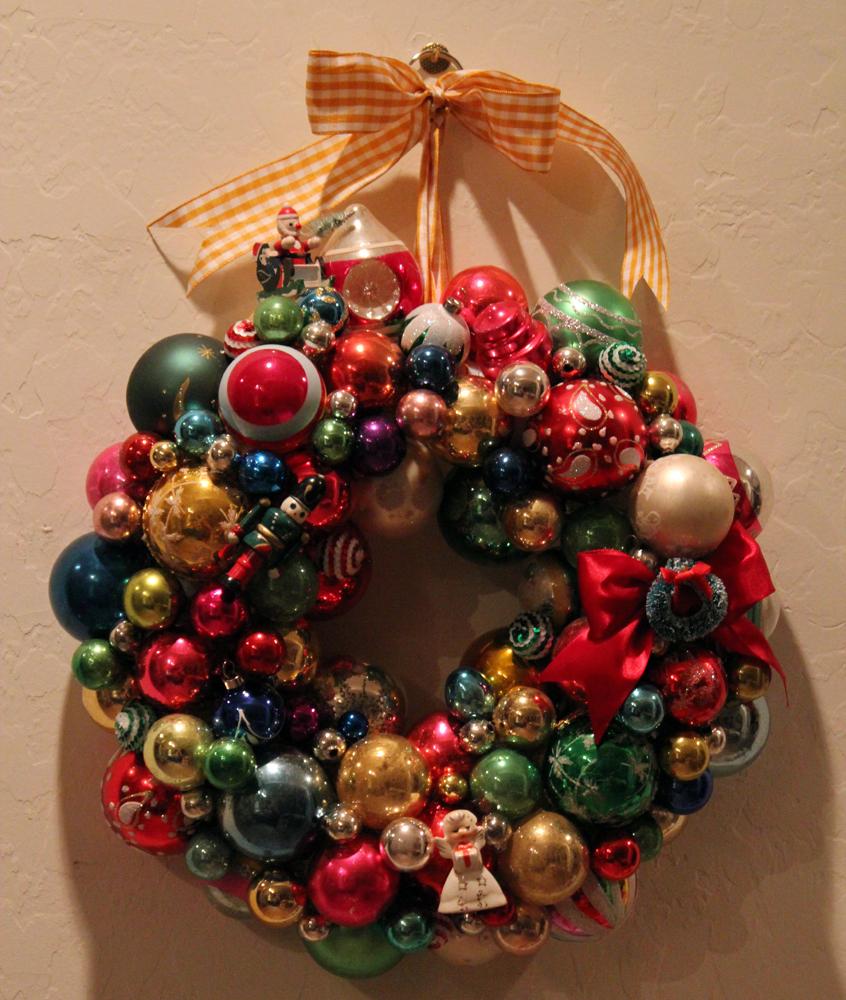 http://4.bp.blogspot.com/-3vuuK2TNlJY/UL-Gi5t5cEI/AAAAAAAAHXM/3N58d26o-Ms/s1600/Ornament+wreath+2.jpg