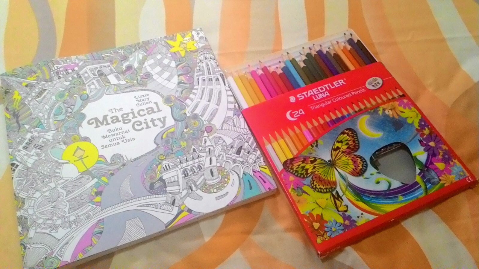 Coloring Book Judul The Magical City Penulis Lizzie Mary Cullen Penerbit Gramedia Pustaka Utama Tahun Terbit 2015 Halaman 96 Harga Rp 99000