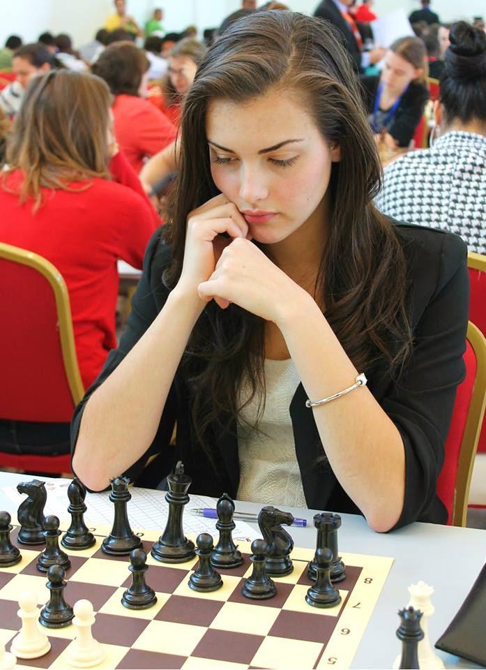 Berdarah Hidung Alexandra Botez Pemain Chess Paling Cantik Di Dunia
