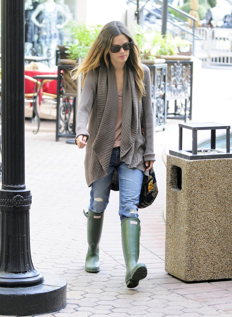GLAMOUR & PEARLS: Ugg & Hunter Boots?!