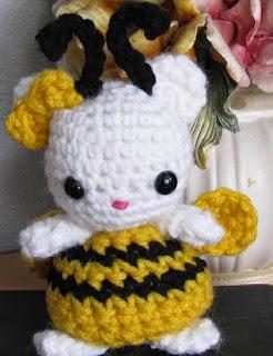 http://translate.google.es/translate?hl=es&sl=en&tl=es&u=http%3A%2F%2Fes.scribd.com%2Fdoc%2F46626568%2FAmigurumi-Bumble-Bee-Kitty