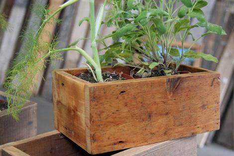 Un toque vintage reutilizar cajas viejas de madera - Tiestos de madera ...
