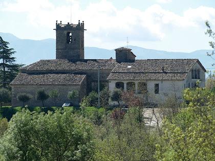 Façana nord de Sant Andreu de Gurb amb la Rectoria a la dreta i la sagristia a l'esquerra