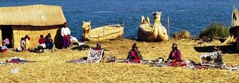 Isla flotante de los uros en Puno. Lago Titicaca