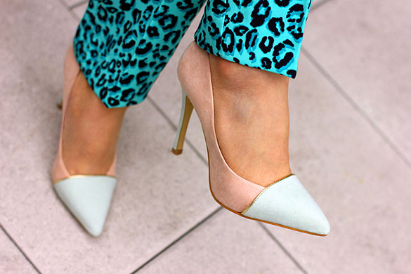 ShoeDazzle Two Tone Green and Blush Pumps
