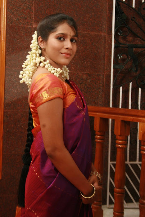 rashmi gautham tight saree girls photo gallery