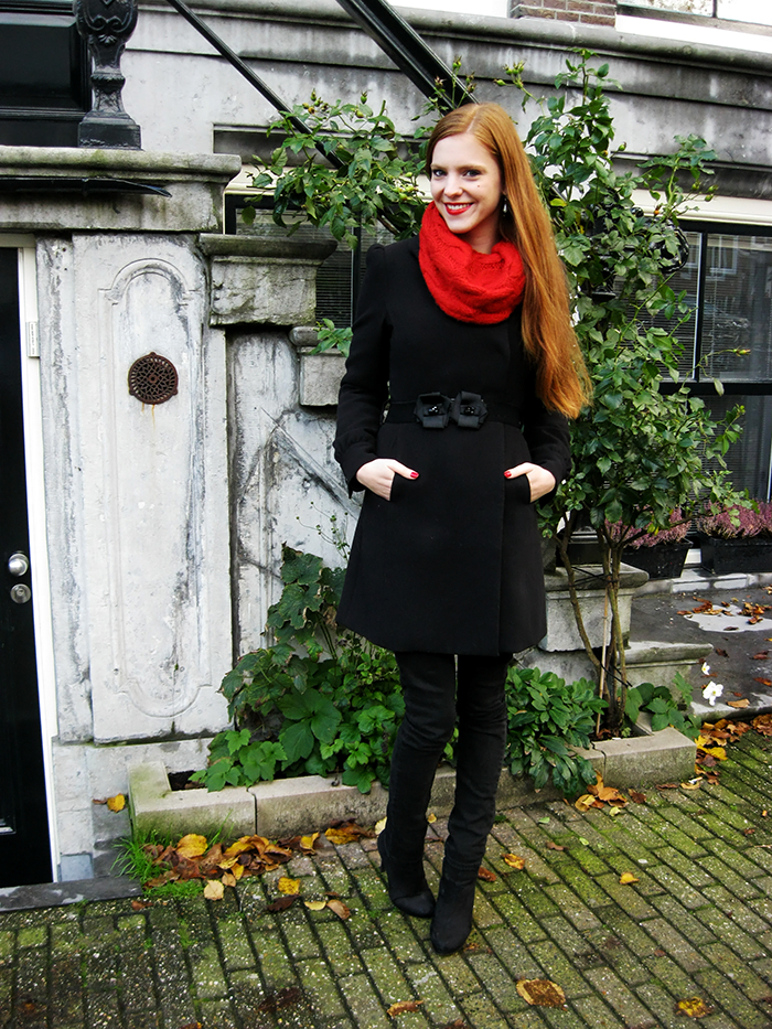 Simple outfit fashion blogger sweater oversized turtle neck amsterdam ginger