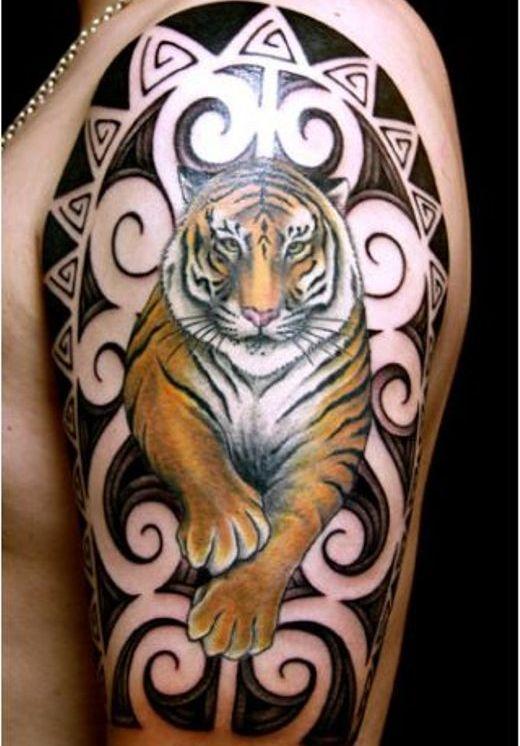 Tatuagem de tigre braço