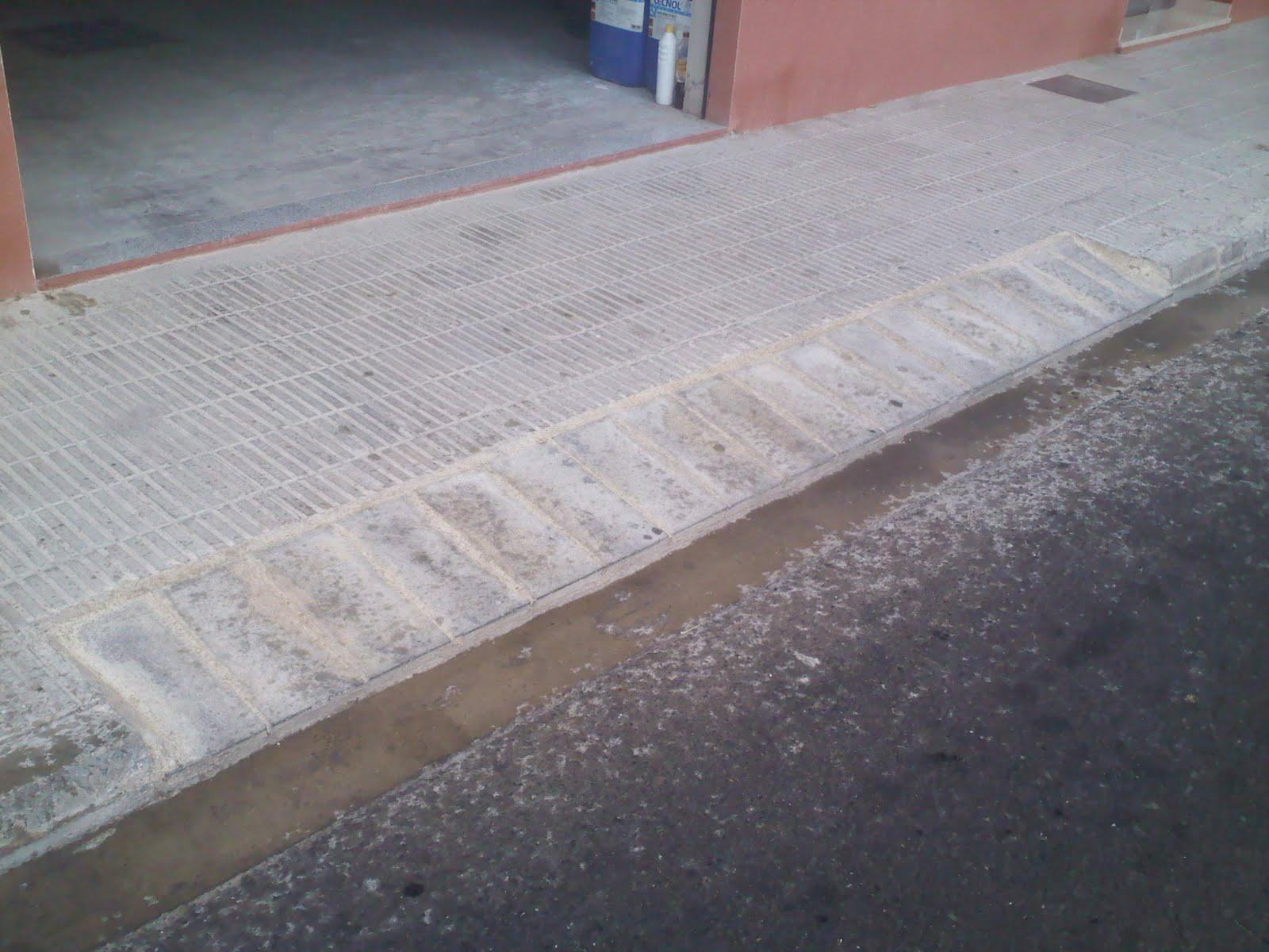 Construcciones y reformas rampa acceso veh culos a garaje - Rampas de garaje ...