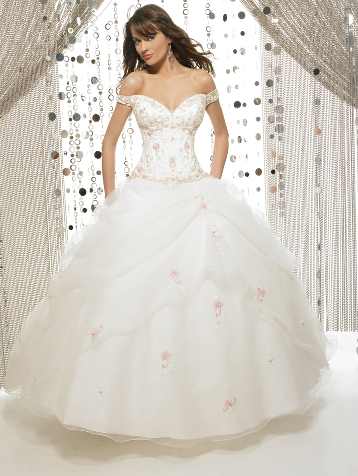 This Wedding Dress Is Designed With White Color And Long Sleeved Lace Design It Not Only That Ball Gown Will Make You Look So Fantastic