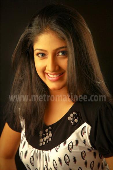 Akhila Sasidharan TV anchor karyasthan fame actress sexy snaps hot ...