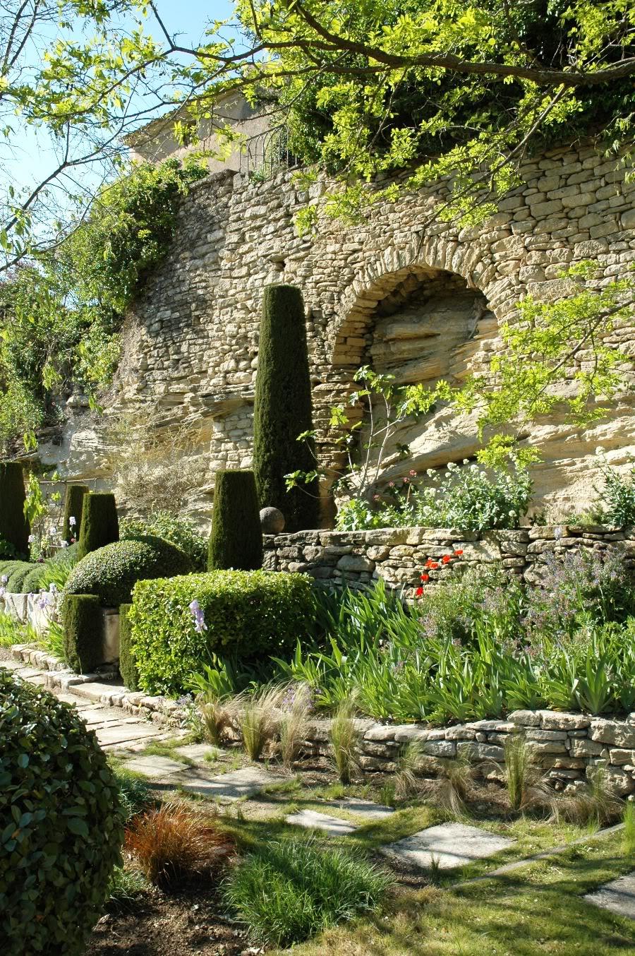Paradis express le jardin de la louve - Cortavientos de jardin ...