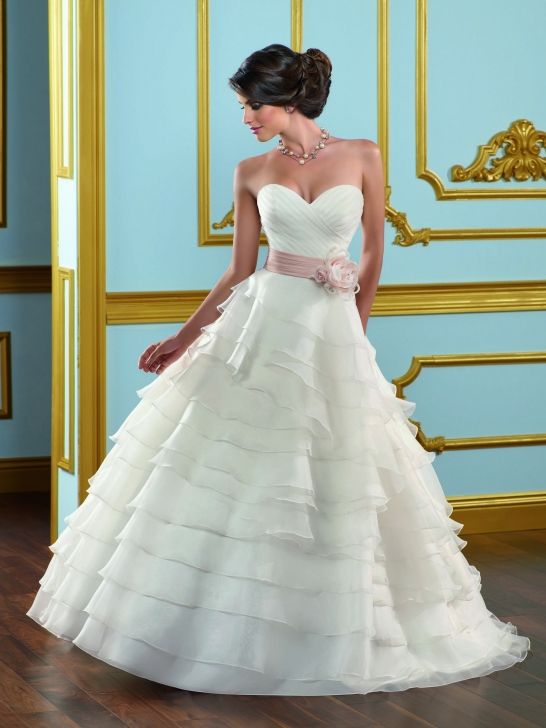 Lange Brautkleider Online Blog: März 2012