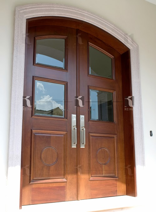 Cocinas puertas vestidores y muebles en madera en for Puertas de entrada principal