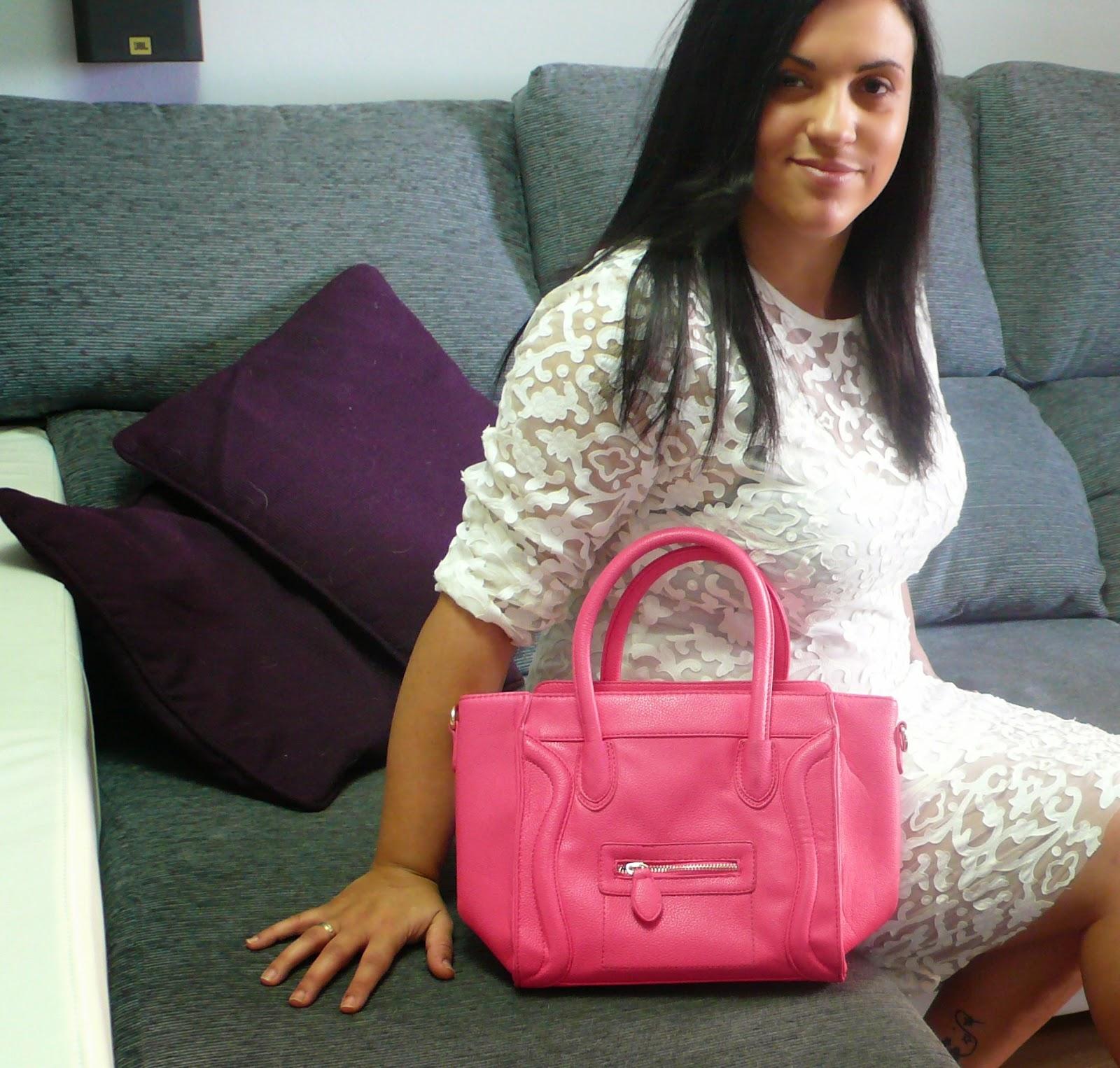 http://www.oasap.com/shoulder-bags/37224-sweet-smile-face-bag.html?fuid=98518