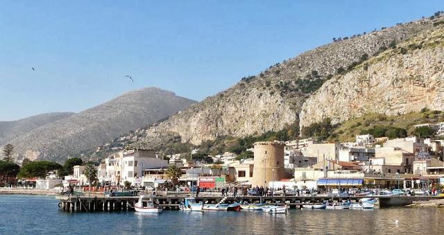 Mondello to obecnie mały nadmorski kurort, Sycylia