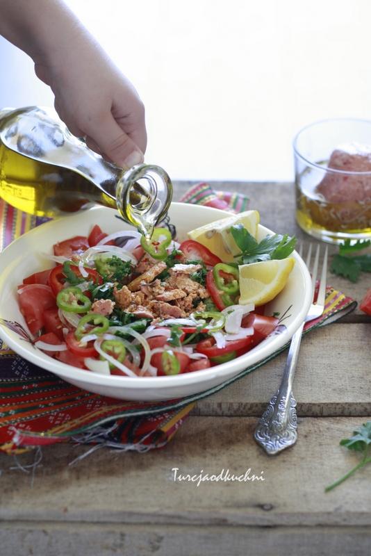 Sałatka z arabskim serem sürk