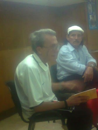 Jorge Bouzoño lee sus poemas ante alumnos de Punto de Giro