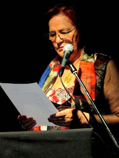 lendo Poesia