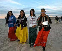 ETNIC SERI WOMEN RITUAL AT THE BEACH